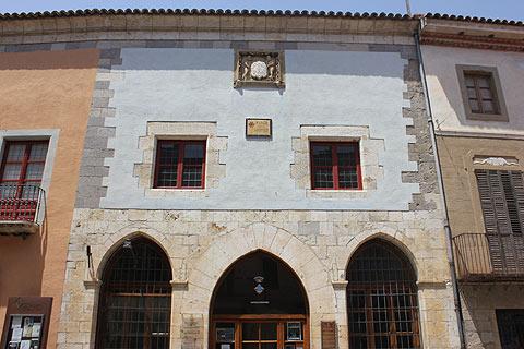 Visit Castello dEmpuries Spain an attractive medieval village